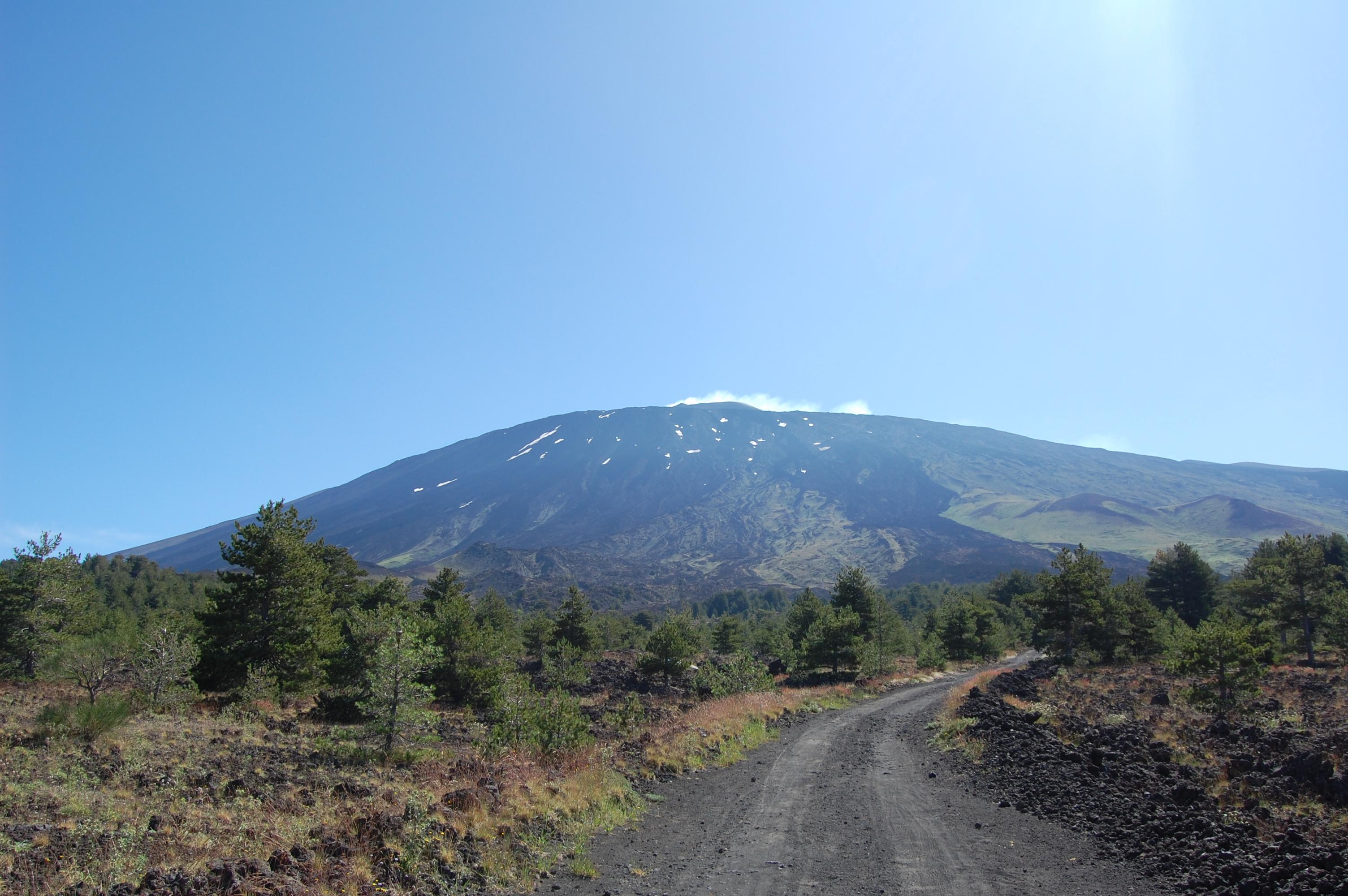 Etna, aumento dell'attività esplosiva e cenere dal Nuovo Cratere di Sud-Est – COMUNICATO
