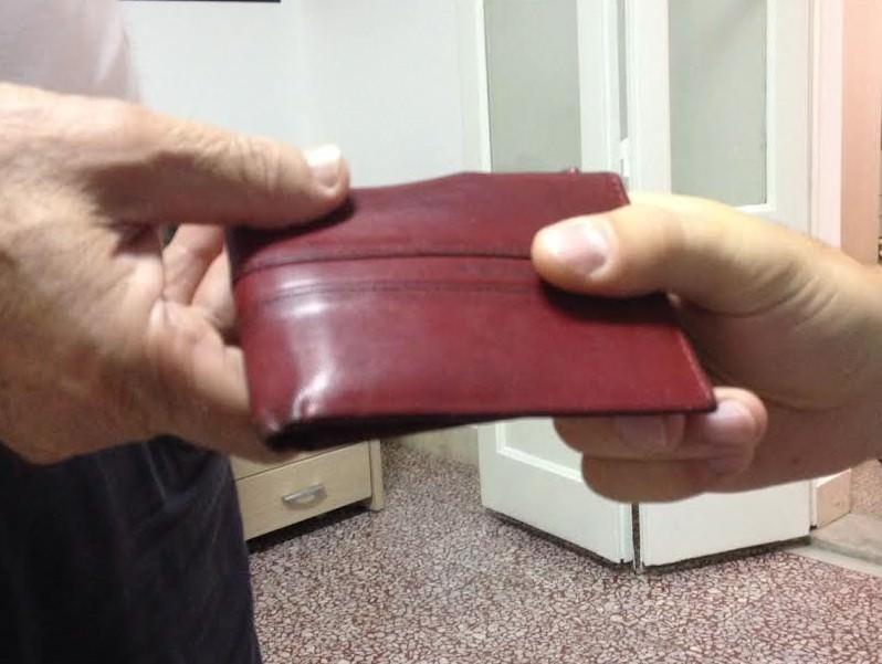 I social e il senso civico di un cittadino salvano vacanza a un turista: aveva smarrito portafoglio con contanti e documenti