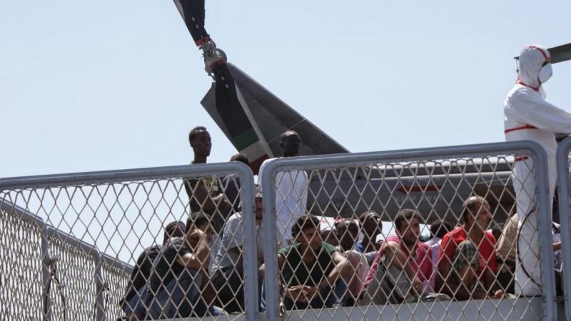 Barchino di fortuna avvistato al largo dell'Isola: in 67 sbarcano a Lampedusa