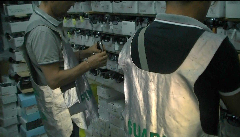 Merce contraffatta: più di 2000 i prodotti sequestrati