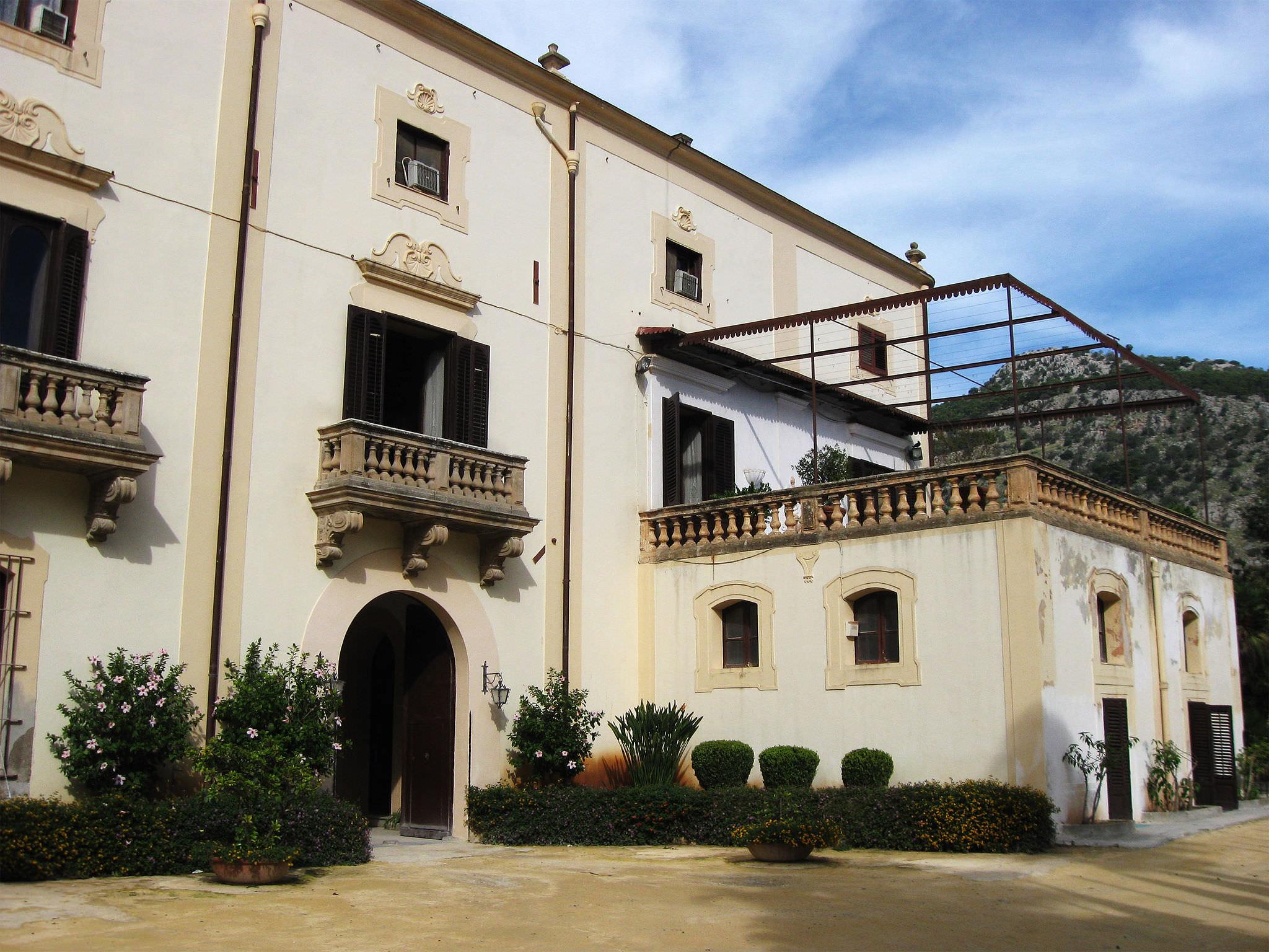 """Villa Niscemi, """"patrimonio"""" che si sbriciola"""