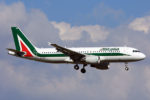 Malore su volo Alitalia, 52enne muore durante atterraggio d'emergenza: inutili i tentativi di rianimazione