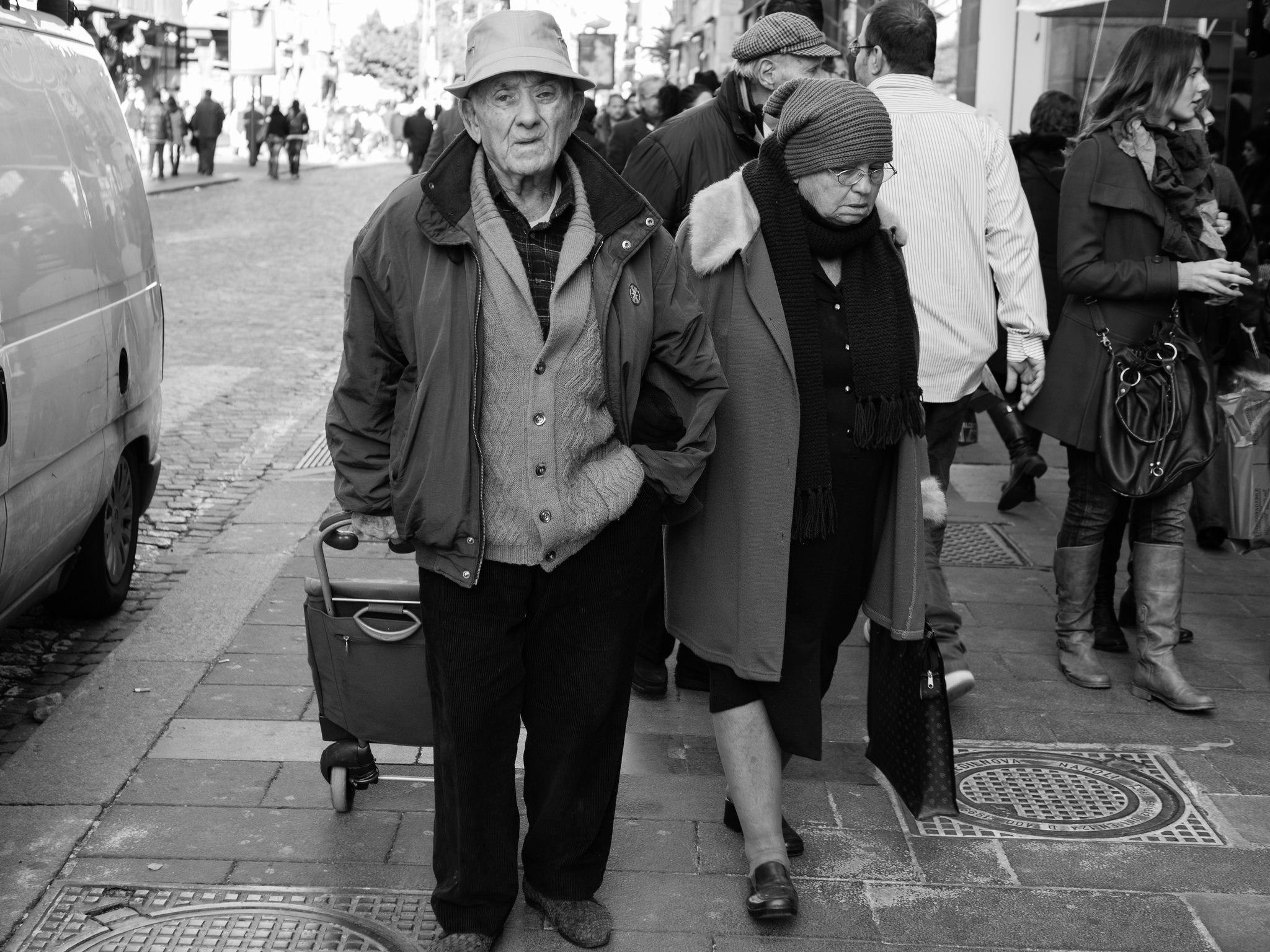 Enna, anziani in piazza chiederanno l'elemosina