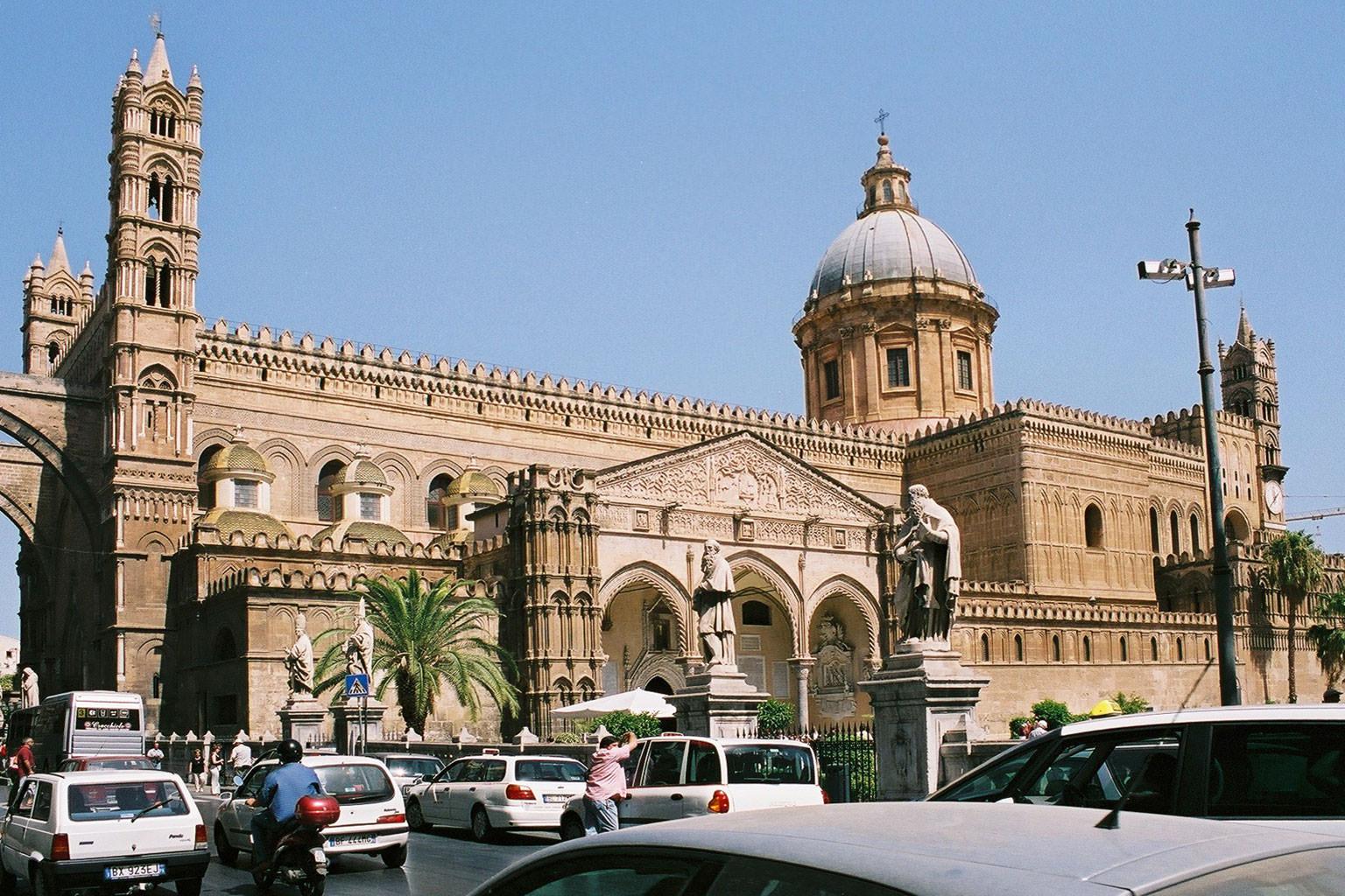 Si litiga per la Messa a Palermo: scontro fra Curia e Centro Padre Nostro