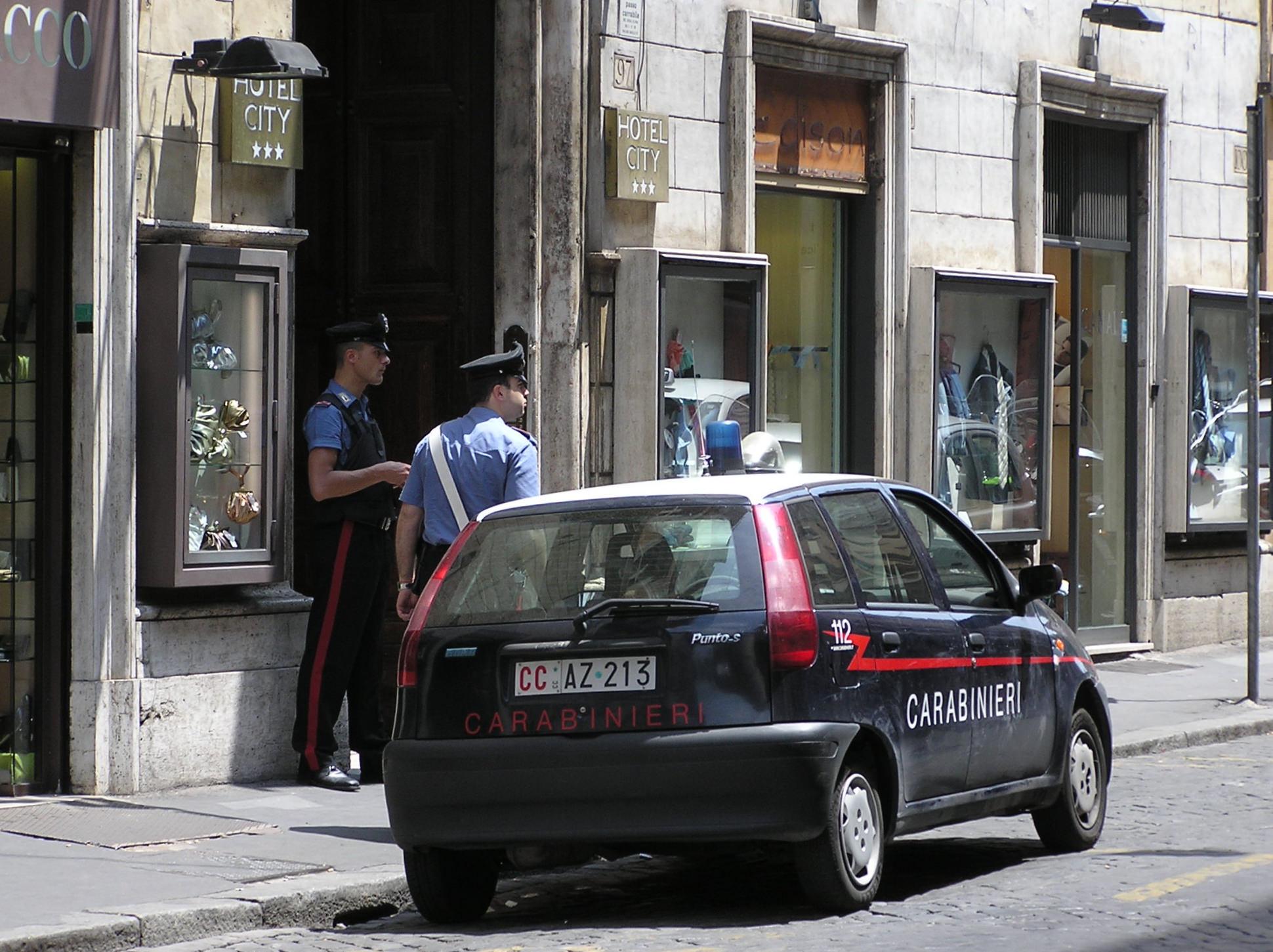 Aci Catena, calci e pugni alla convivente: bulgaro arrestato