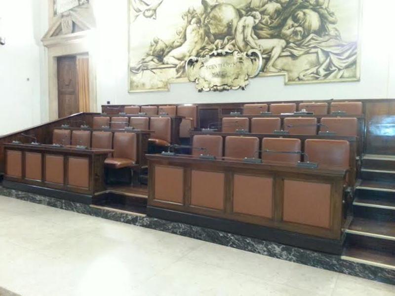 """Catania, consiglio """"prende tempo"""" sui dehors"""