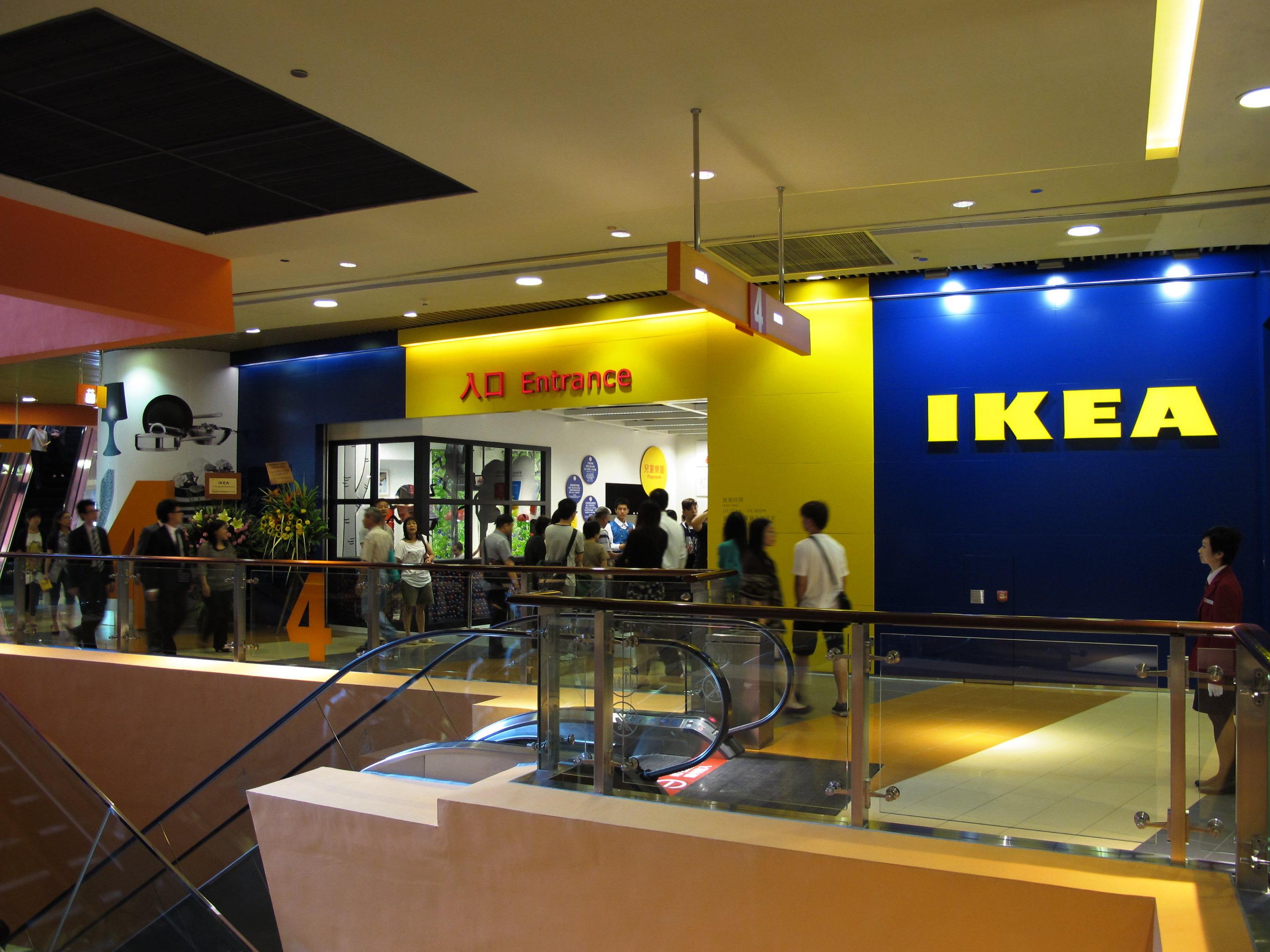 Afragola, assalto all'Ikea: banditi armati rapinano l'incasso ai vigilantes
