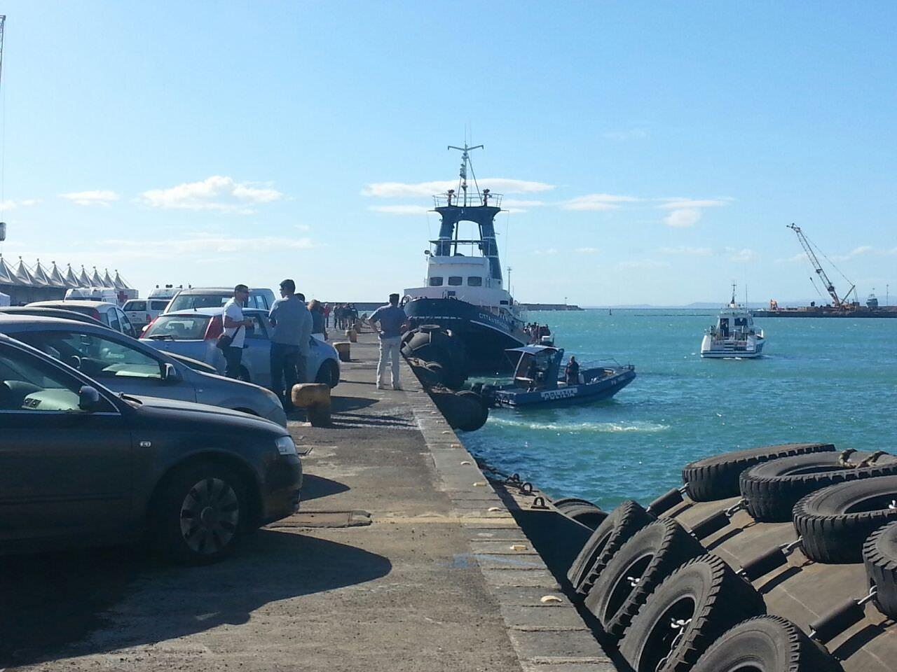 Nuova ondata di sbarchi in Sicilia. Al porto di Catania 414 migranti e 4 cadaveri