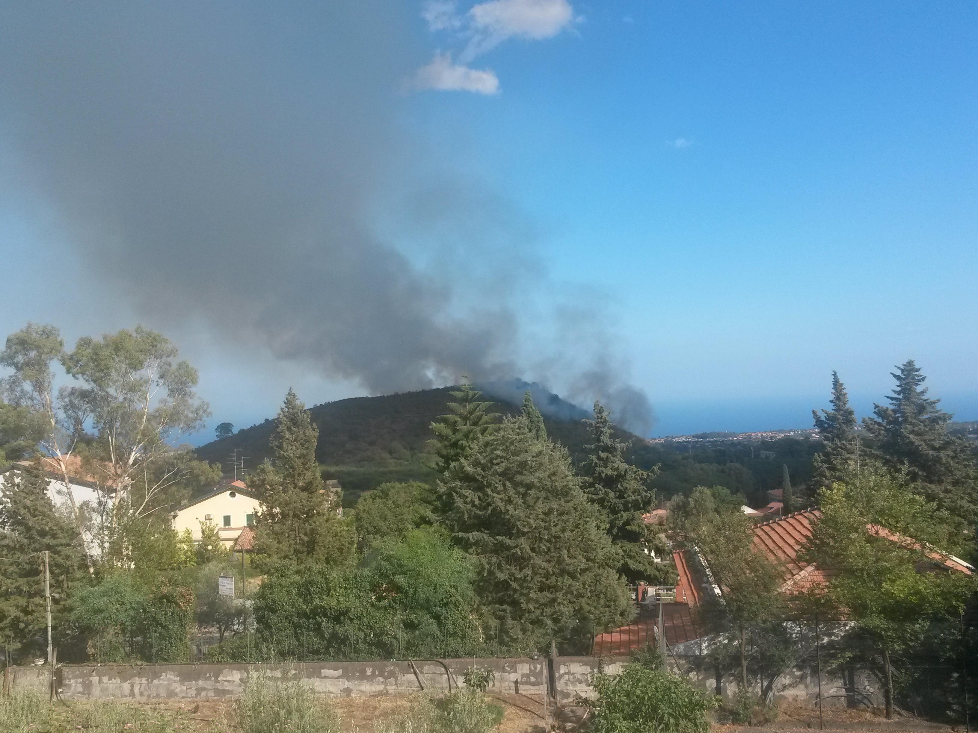 A fuoco il Monte Serra