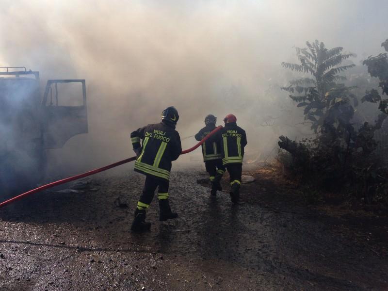 Rogo a Mascali, 5 auto inghiottite dalle fiamme