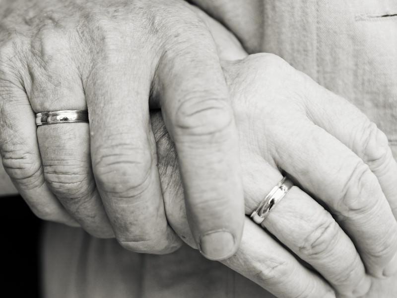 Si separano solo 16 ore in 61 anni di vita insieme