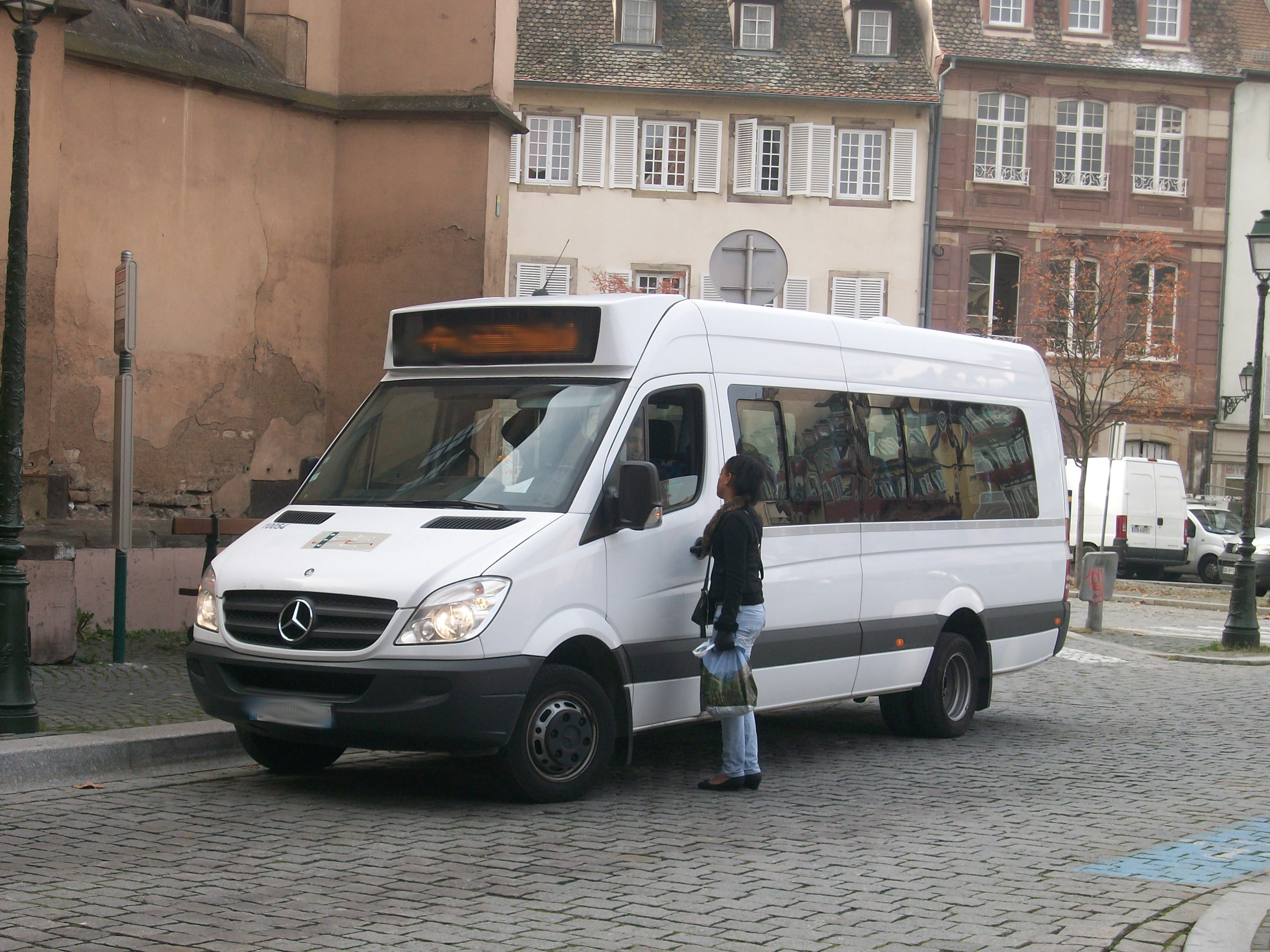 Turista ritrova portafogli grazie all'autista di una navetta per Ortigia