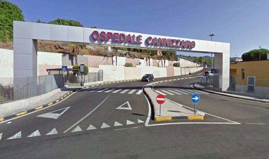Paura per due tifosi del Calcio Catania, pericolosa caduta vicino al Castello Ursino: in codice rosso e giallo al Cannizzaro