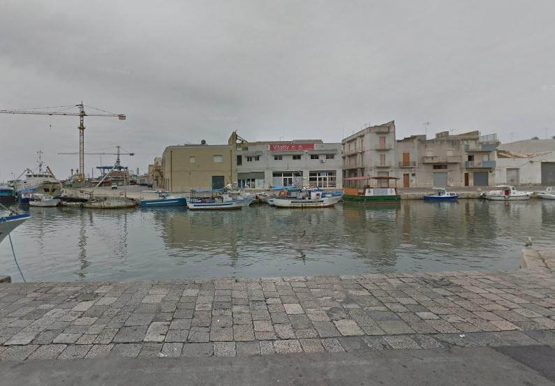 Si getta in mare per sfuggire alla cattura: arrestato tunisino