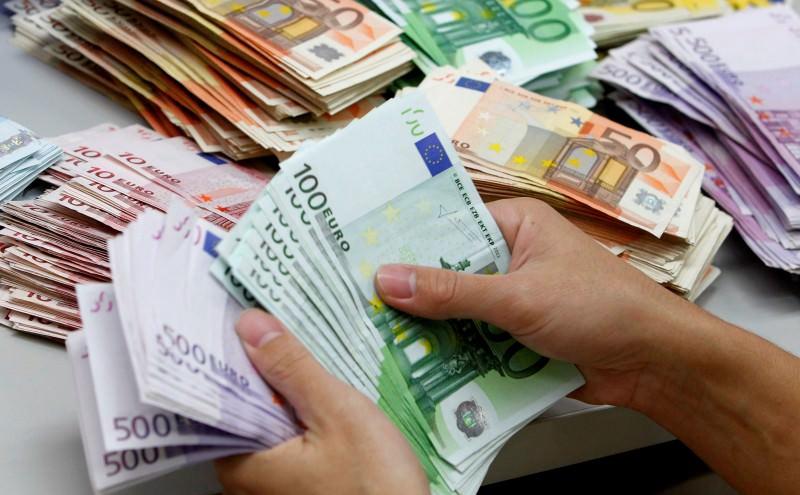 Un milione e mezzo di euro nella spazzatura: la fortuna bacia un anziano di Belpasso