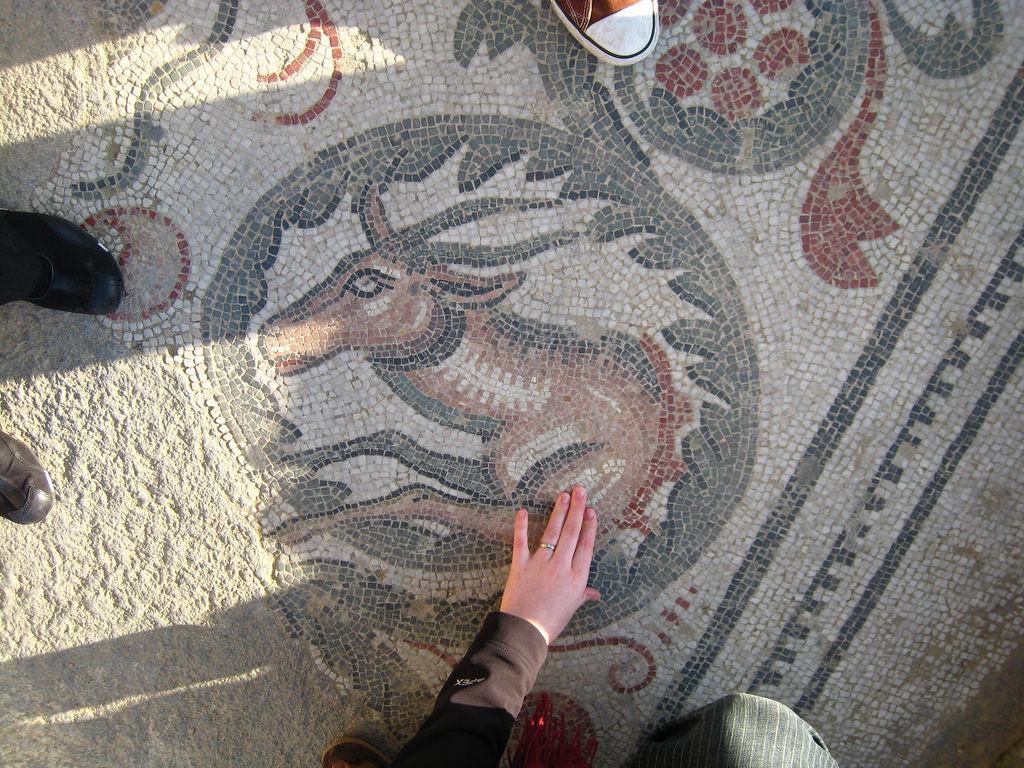Tra i mosaici lo scheletro di un bambino
