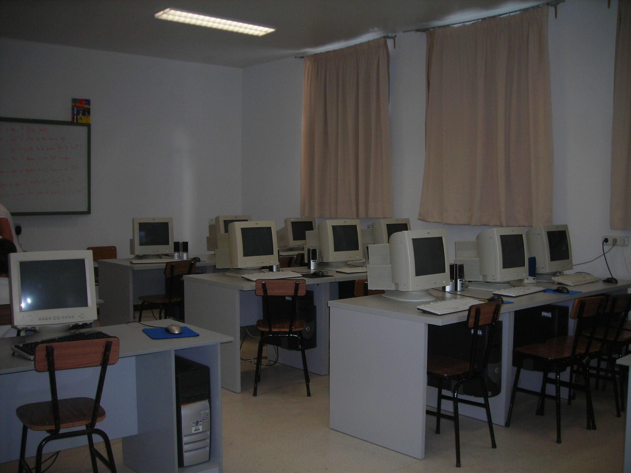 Catania, al Galileo Galilei studenti senza computer: li hanno rubati di notte