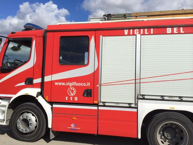 Paura sulla A18: camion finisce in fiamme