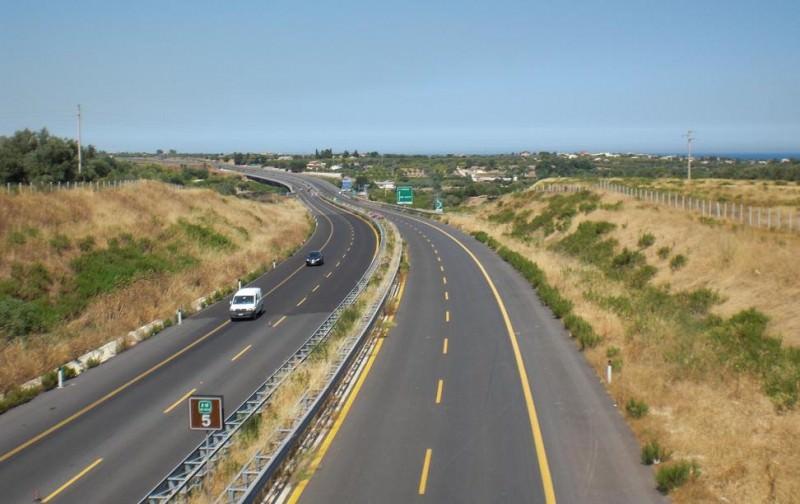 Autostrade in Sicilia non più gratis: pedaggi entro un anno