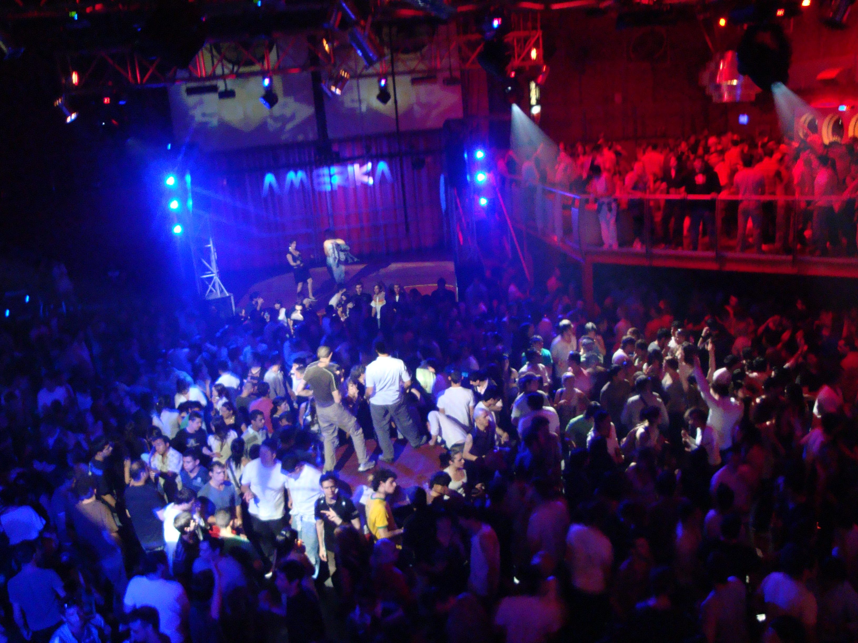 Irregolarità in discoteca, gravi pericoli per l'incolumità dei clienti: attività sospesa