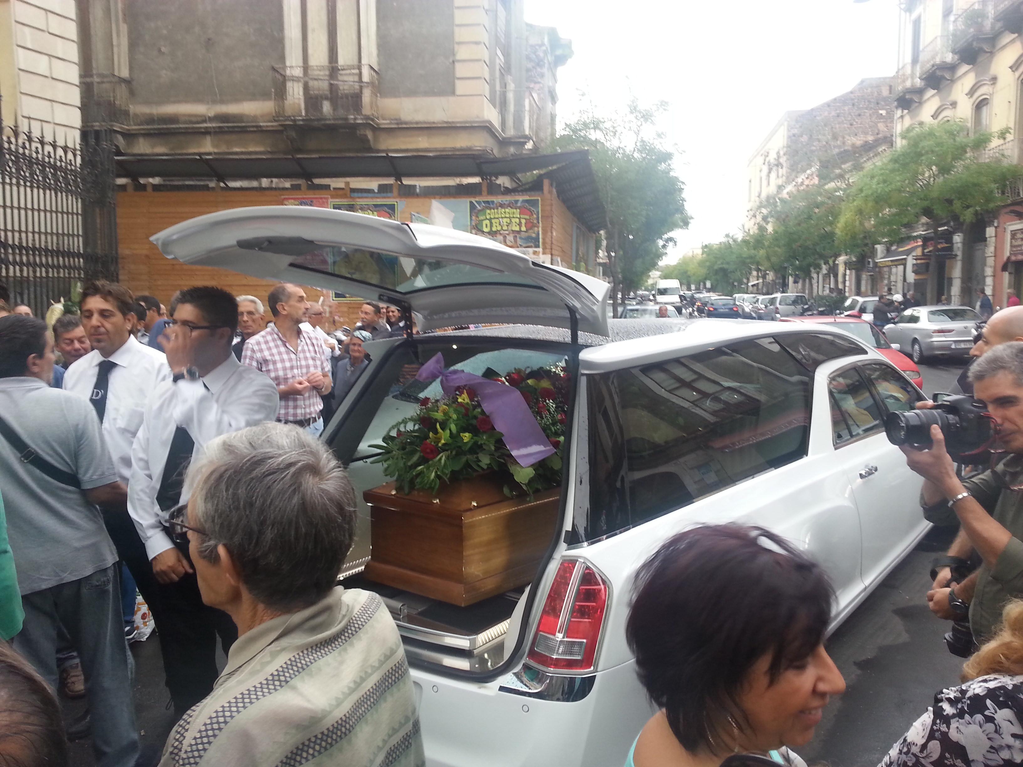 Catania, celebrato il funerale di Salvatore La Fata. Assenti le istituzioni