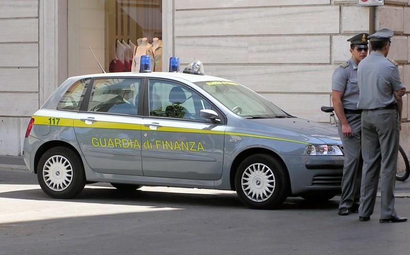 Catania, Gdf dona alla Cri oltre 3.000 paia di scarpe contraffatte