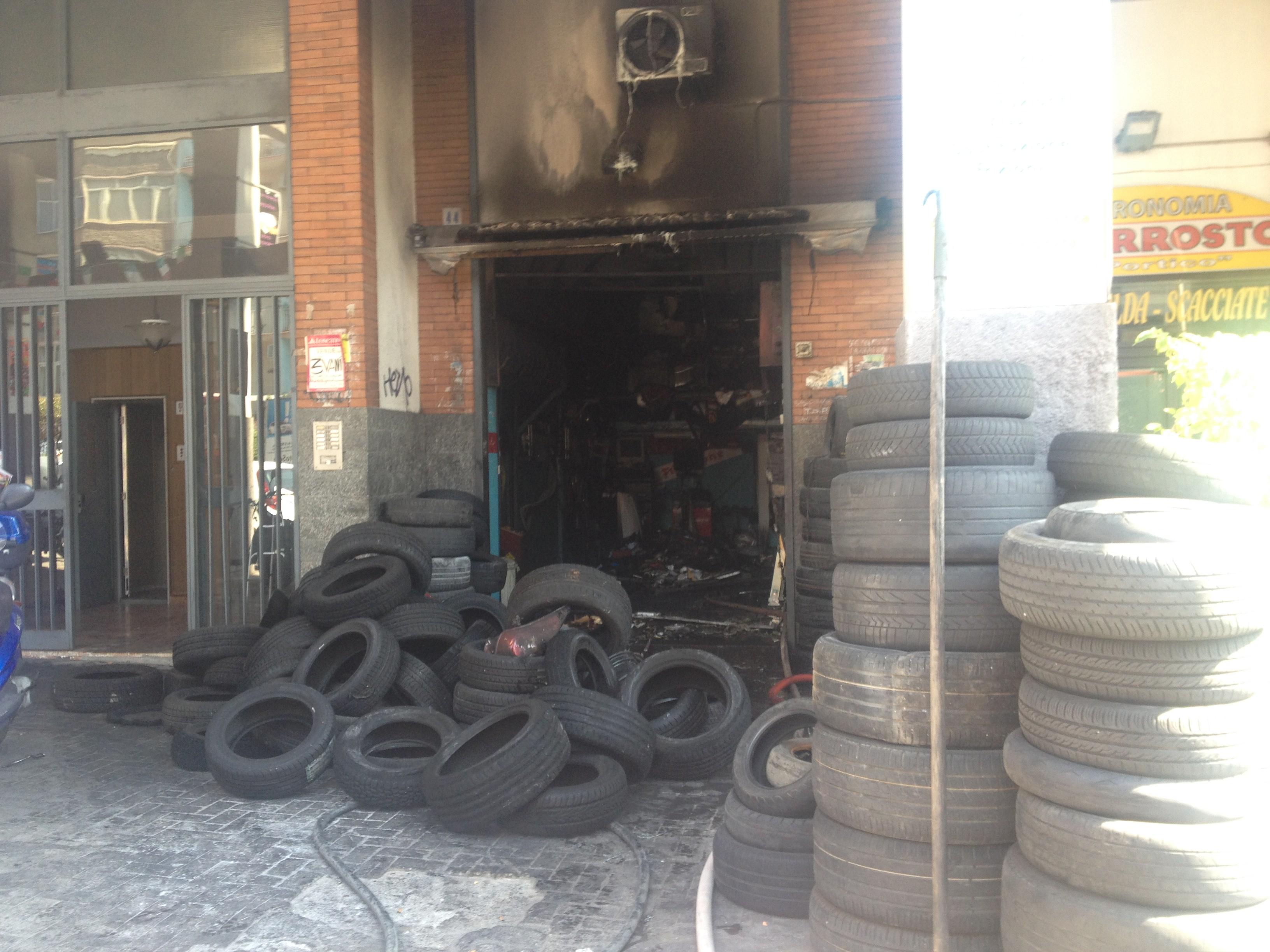 Catania, botto in via Torino: fuoco in officina