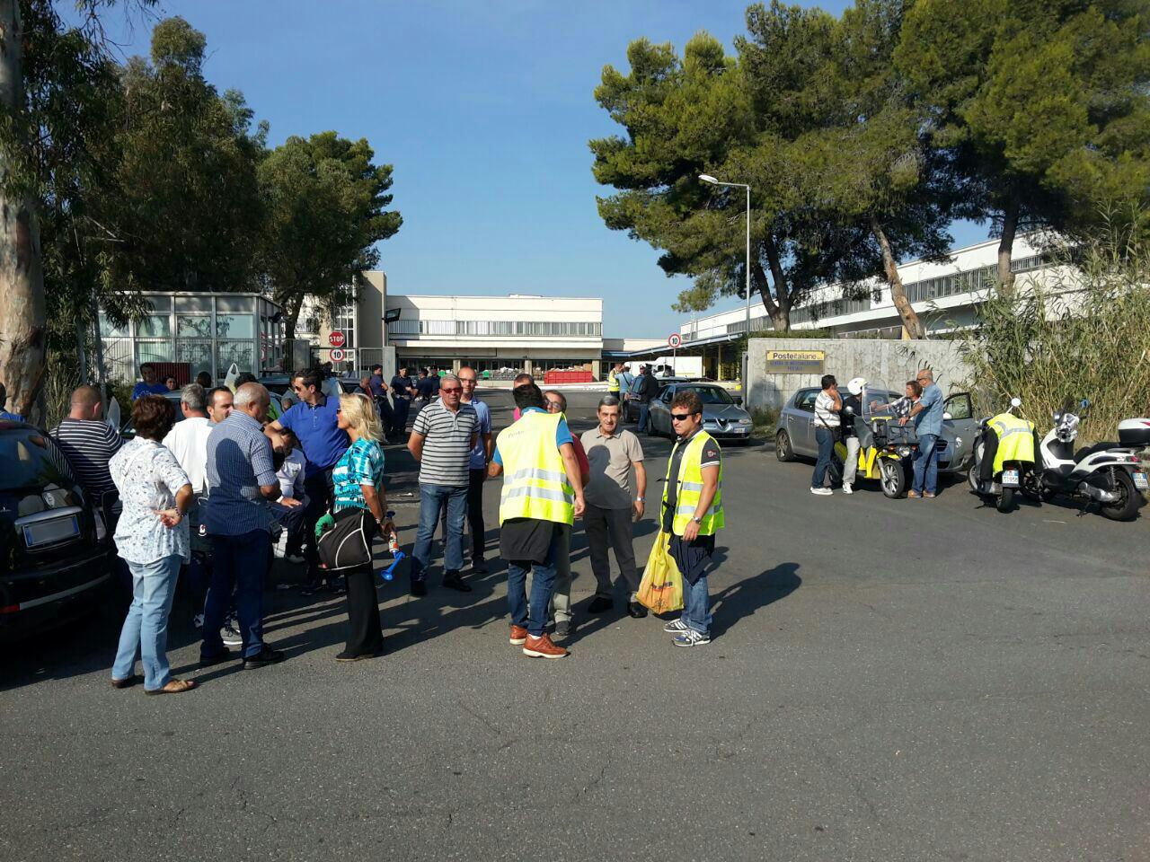 Palma, sit-in dei 42 portalettere alla zona industriale. Salta l'incontro a Roma