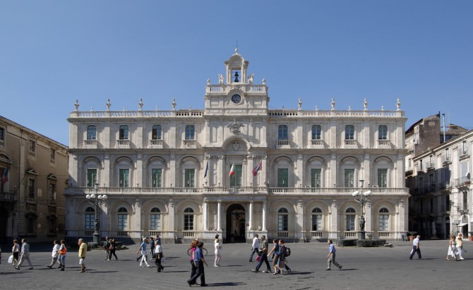 "Catania Care in piazza Università: alle 18,30 il ""Book Sharing Square"""