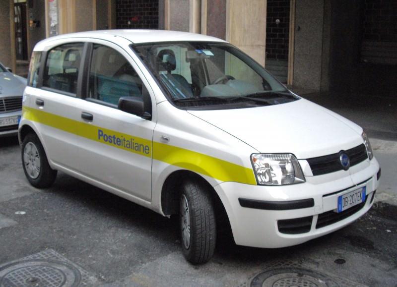 Catania, sfondano ufficio postale di Lineri con escavatore
