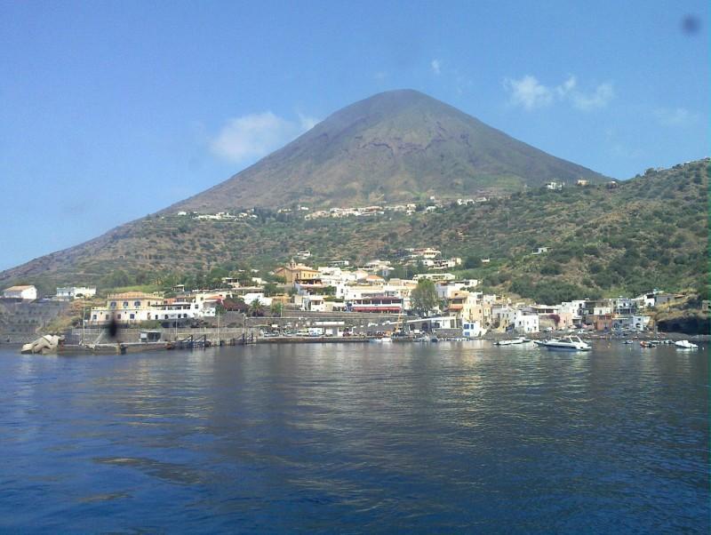 Salina e Catania: la terra trema