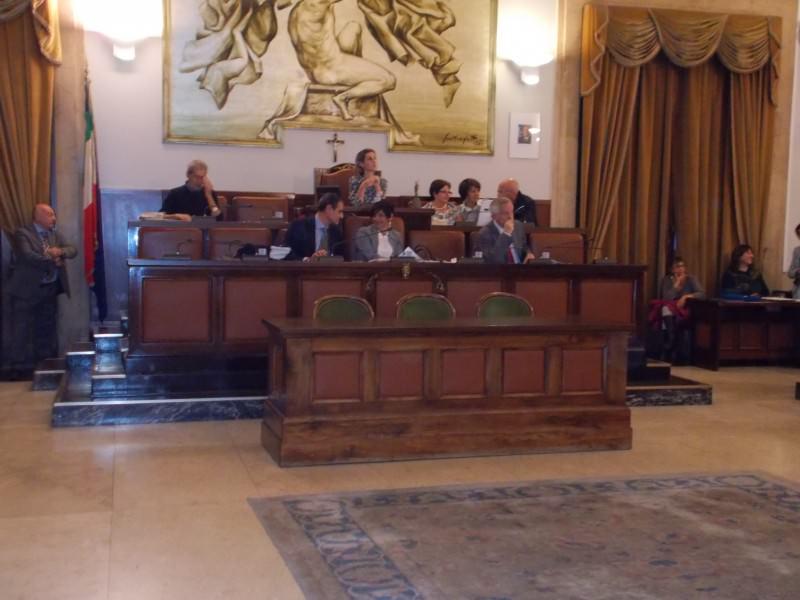 Catania, dehors e centro storico approdano in consiglio