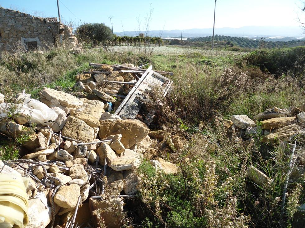 Mazzarrone, sequestrata discarica di rifiuti speciali