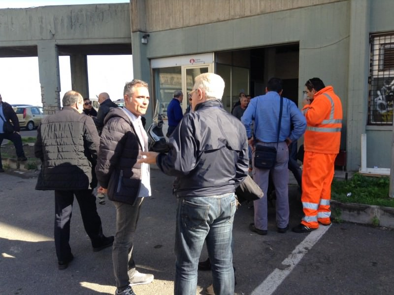 Lavoratori Multiservizi ancora senza stipendio e quattordicesima: è sciopero