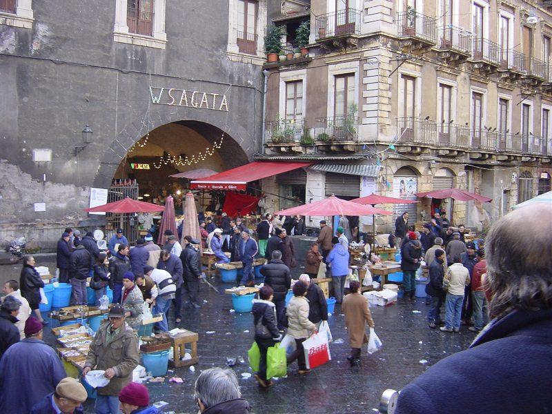 Catania, porta Uzeda liberata: insorge la Pescheria e la commissione consiliare