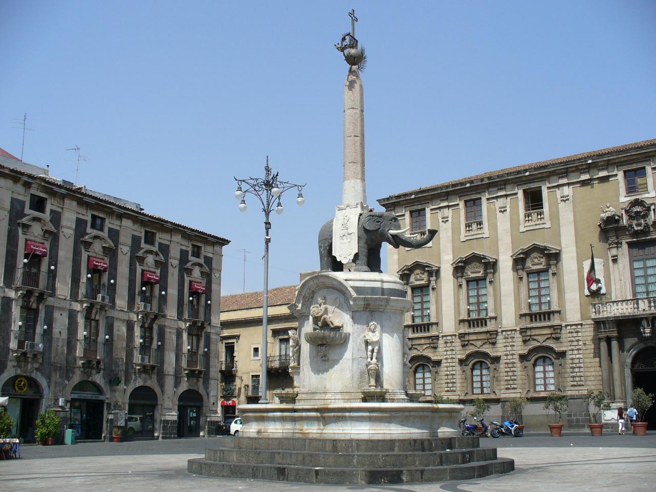 50 mila euro a testa per ceneri dell'Etna. Condannati assessori di Scapagnini