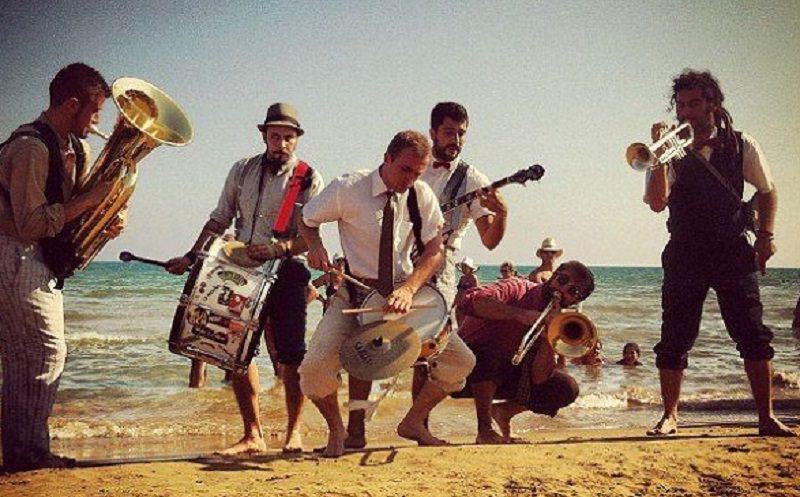 "A Catania ""No ordinary sunday"" con la Tinto Brasso Street Band"