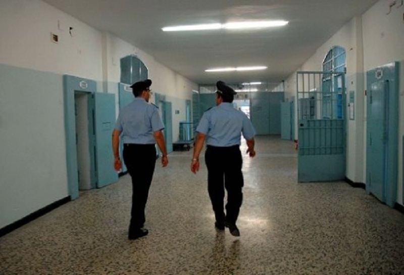 Pugile sferra un pugno ad agente di polizia penitenziaria: scontro nel carcere di Piazza Lanza