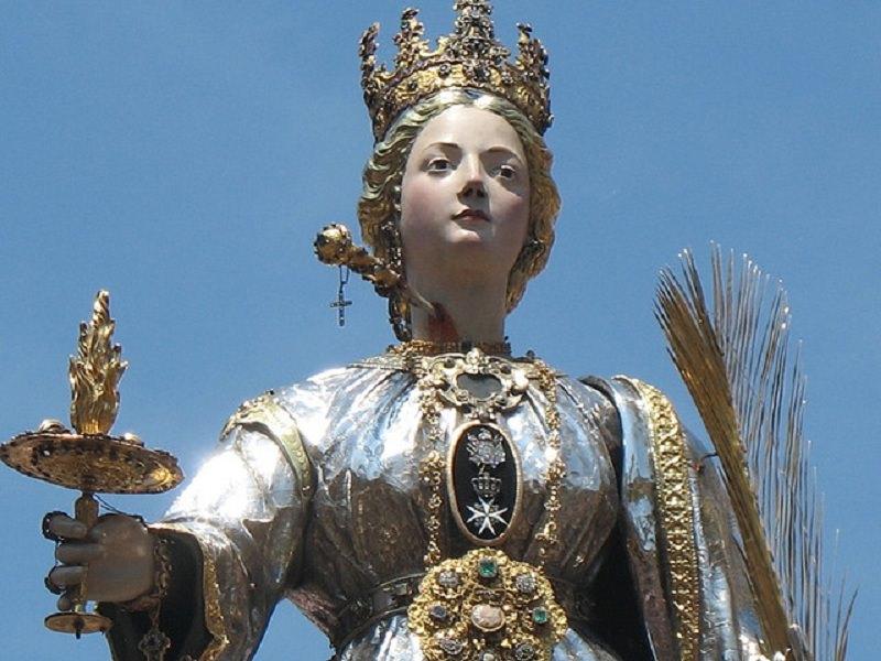 Santa Lucia, Siracusa riabbraccia la sua patrona: processione anticipata per il maltempo