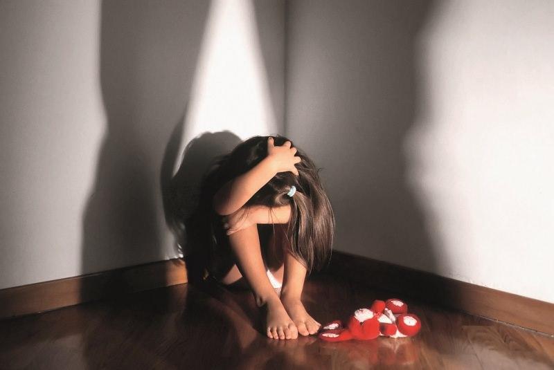 Orrore in Sicilia, madre faceva abusare i figli piccoli per 20 euro: tra i clienti un carabiniere e un anziano