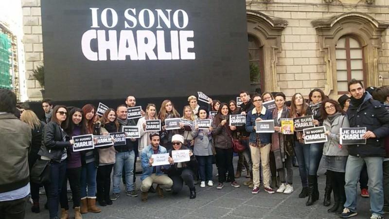 Charlie Hebdo: a Catania, in piazza Università, per la libertà d'espressione