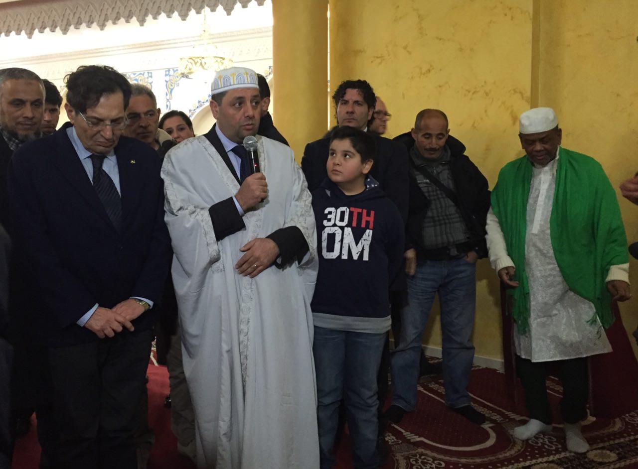 Crocetta in preghiera alla moschea di Catania