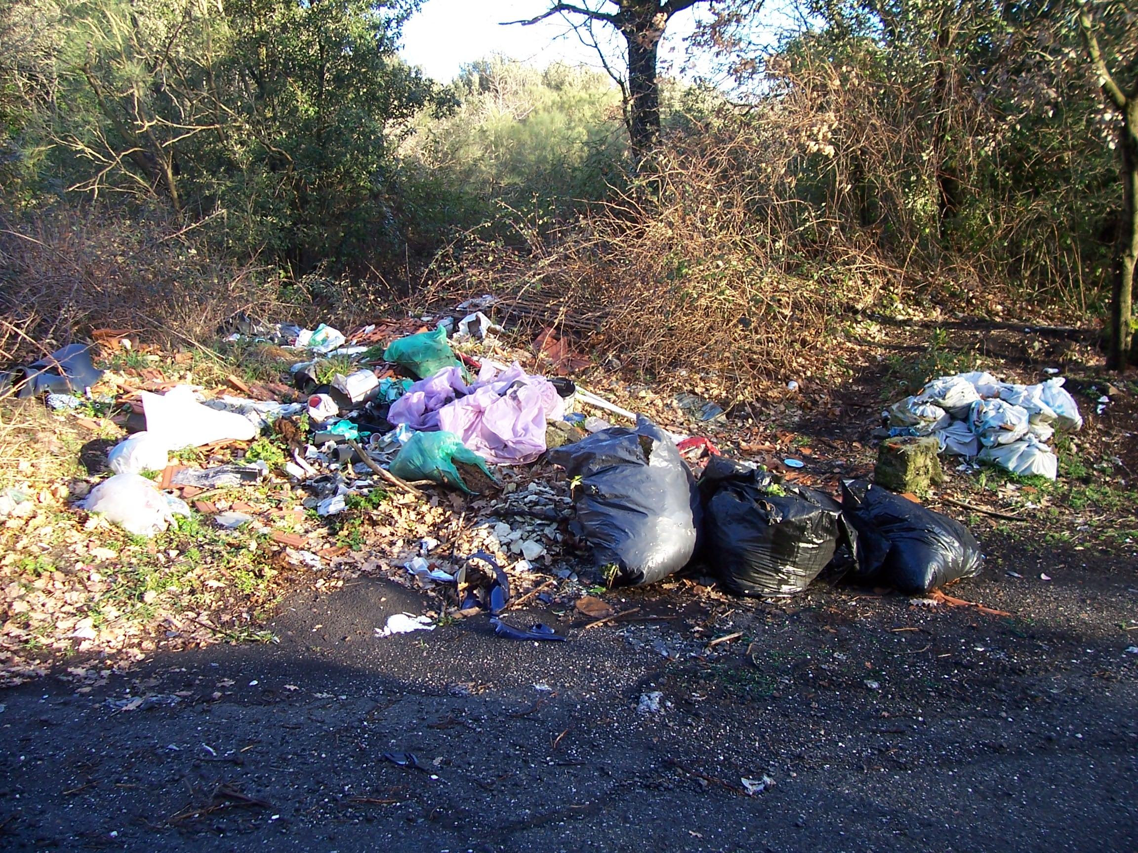 Campagne piene di rifiuti: il post barbecue di Pasquetta