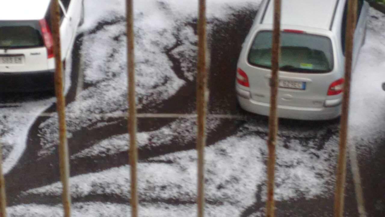 Grandine e alberi spezzati. In Sicilia forti piogge nel weekend. A Catania aeroporto chiuso. GUARDA IL VIDEO