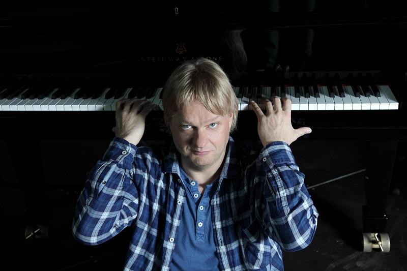 La storia del jazz prende vita attraverso il pianoforte del finlandese Iiro Rantala
