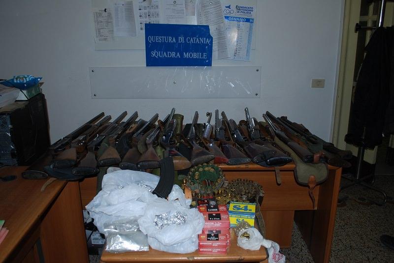 Scoperto arsenale a Catania. Sequestrati fucili e munizioni