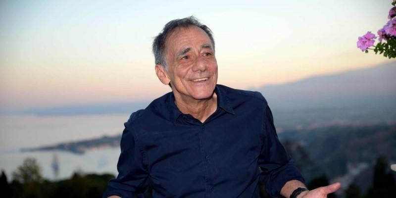 """Roberto Vecchioni, il """"professore"""" della canzone d'autore al Teatro Garibaldi di Enna"""