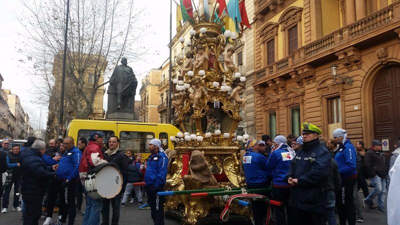 """Verso Sant'Agata: """"la mamma"""" delle candelore, quella dei panettieri"""