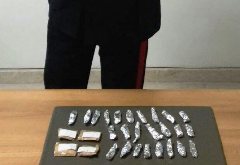 Bancarella con pane e droga: arrestato imprenditore ad Acireale