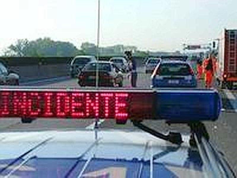 Catania, auto si ribalta in tangenziale. Lunghe code al casello di San Gregorio